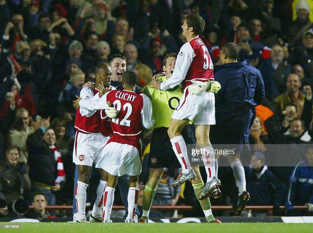 Graham Stack of Arsenal celebrates with his team-mates : News Photo