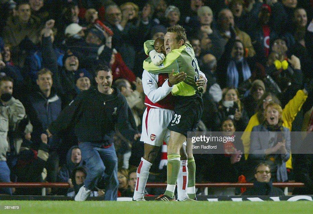 Graham Stack of Arsenal celebrates with Sylvain Wiltord : News Photo