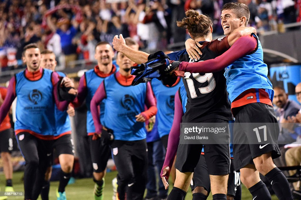 Graham Zusi of United States celebrates with teammates after scoring the fourth goal of his team during a group A match between United States and Costa Rica at Soldier Field as part of Copa America Centenario US 2016 on June 07, 2016 in Chicago, Illinois, US. The United States won 4-0.