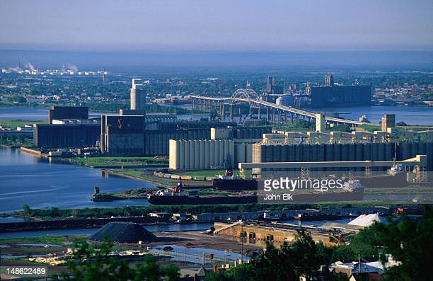 grain elevators in duluth harbour - duluth minnesota stock pictures, royalty-free photos & images