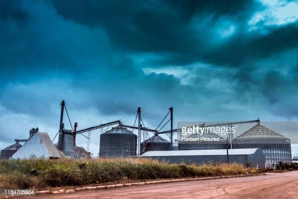 穀物サイロ-ルーカス・ do ・リオ・ヴェルデ、サン・合奏、mt、ブラジル - クイアバ ストックフォトと画像