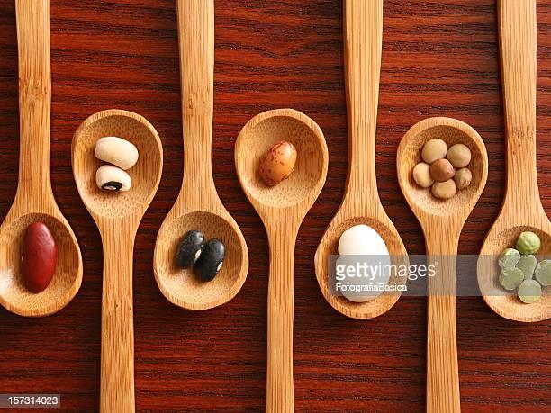 穀物やスプーン