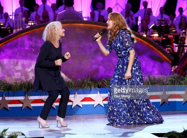 Grammy Awardwinning singer Carole King on stage with Vanessa Carlton star of the Tony Grammy and Olivier Awardwinning musical BEAUTIFUL during A...