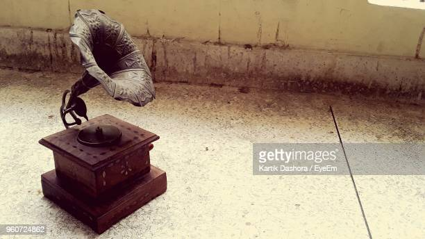 gramophone on floor - gramophone stock pictures, royalty-free photos & images
