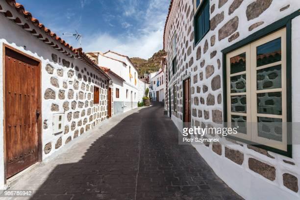 gran canaria, interior village tejeda street - tejeda fotografías e imágenes de stock