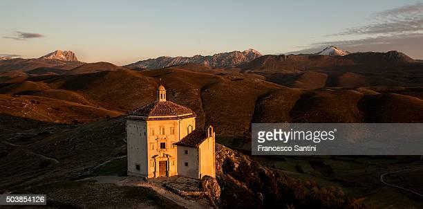 gran sasso national park - gran sasso d'italia foto e immagini stock