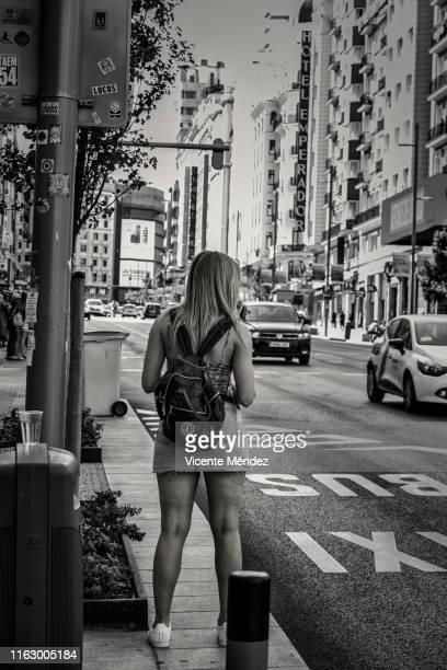 gran vía street (madrid) - vicente méndez fotografías e imágenes de stock