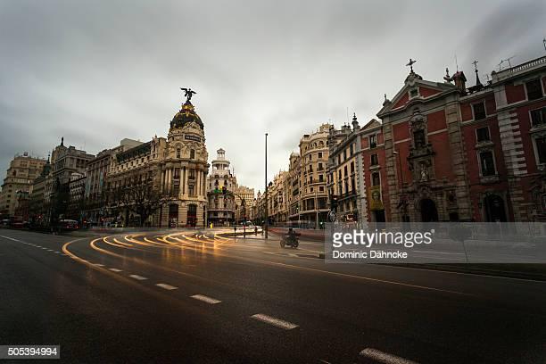gran vía street (madrid. spain) - gran via madrid fotografías e imágenes de stock