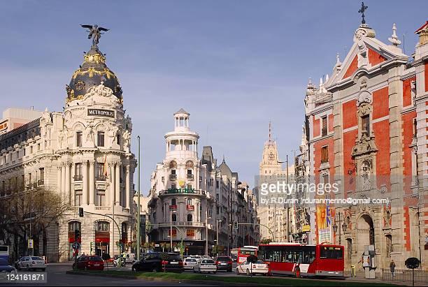 gran via avenue - gran via madrid fotografías e imágenes de stock