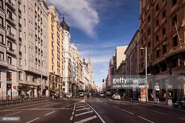 gran via in central madrid, spain. - gran via madrid fotografías e imágenes de stock