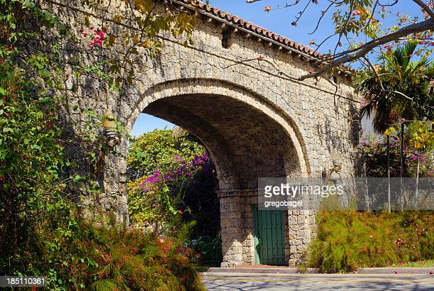 granada entrance in coral gables, fl - coral gables stock pictures, royalty-free photos & images