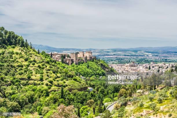 granada view from the sacromonte abbey - albaicín fotografías e imágenes de stock