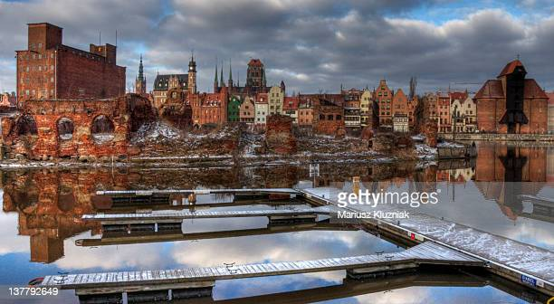 granary isle on motlawa river in gdansk - motlawa river stock pictures, royalty-free photos & images