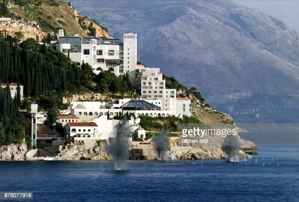 Granaten explodieren an der Küste von Dubrovnik. Oktober 1991