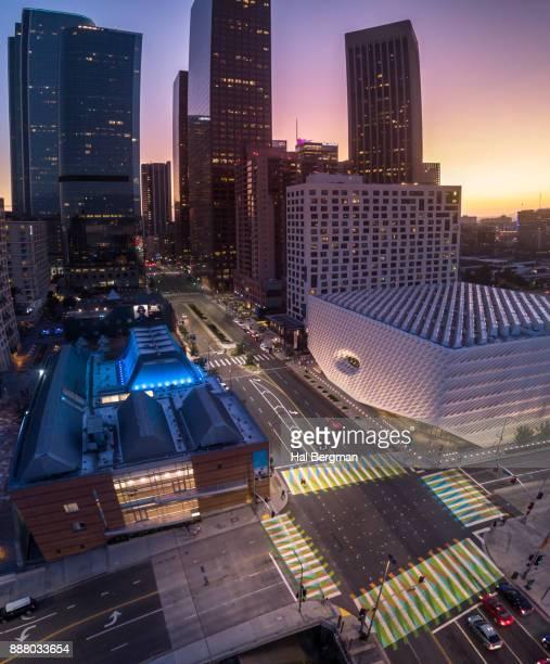 grand and second, downtown los angeles - museo de arte contemporáneo fotografías e imágenes de stock