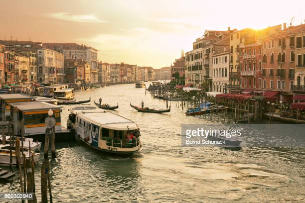 grand canal in warm sunset light - bernd schunack stock-fotos und bilder