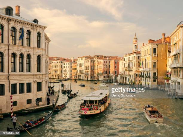 grand canal with vaporetto and water taxi - bernd schunack fotografías e imágenes de stock
