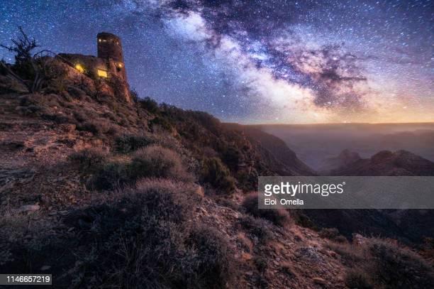 atalaya del gran cañón con vistas al desierto en la noche con la vía láctea - gran cañon fotografías e imágenes de stock