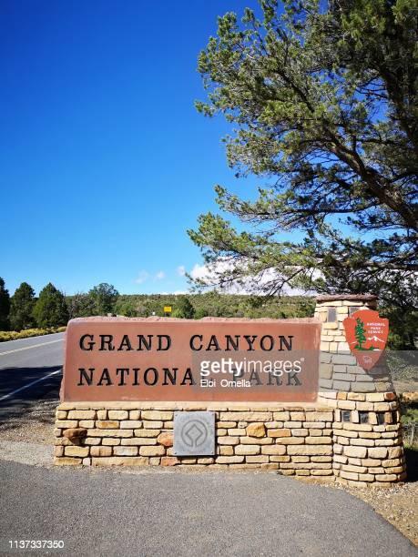cartel de entrada al parque nacional del gran cañón - gran cañon fotografías e imágenes de stock