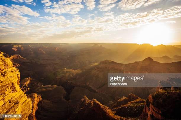 grand canyon panorama bei sonnenuntergang - colorado westliche bundesstaaten der usa stock-fotos und bilder