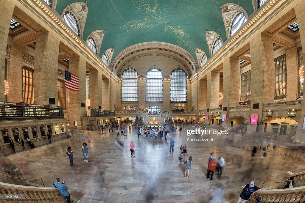 Estação Grand Central está cheio de pessoas : Foto de stock