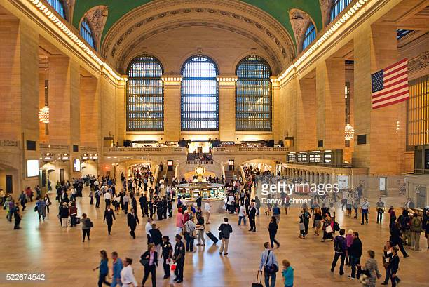 grand central station, the world's largest train station, in midtown manhattan, new york - グランドセントラル駅 ストックフォトと画像