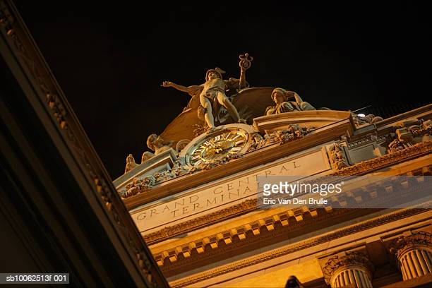 usa, ny, grand central terminal, low angle view, night - eric van den brulle fotografías e imágenes de stock