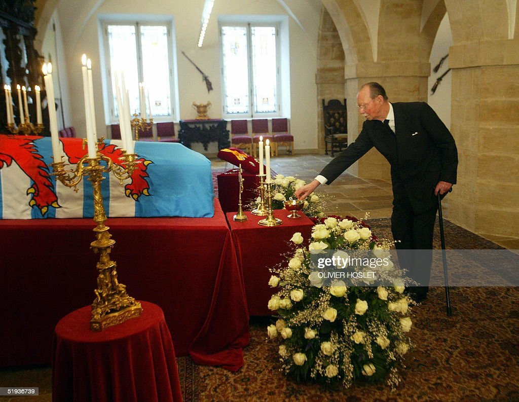 Grand Duc Jean of Luxembourg approaches : Nieuwsfoto's