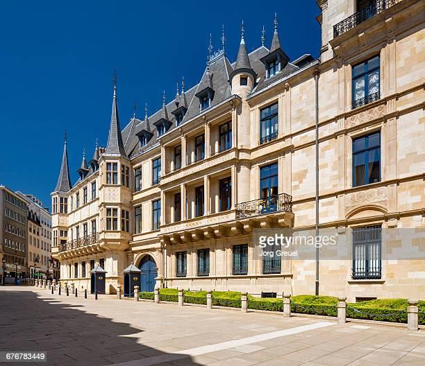 grand ducal palace - ルクセンブルク大公宮殿 ストックフォトと画像
