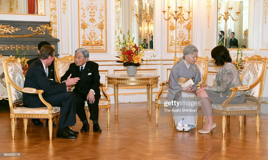Grand Duke Henri of Luxembourg (1st L) and his daughter Princess Alexandra of Luxembourg (1st R) talk with Emperor Akihito (2nd L) and Empress Michiko (2nd R) at the Akasaka State Guest House on November 29, 2017 in Tokyo, Japan.