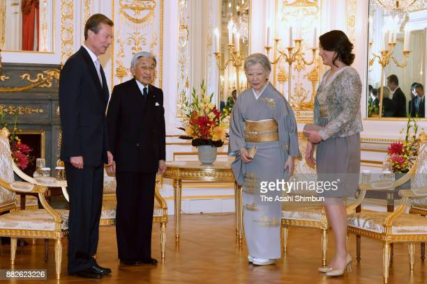 Grand Duke Henri of Luxembourg and his daughter Princess Alexandra of Luxembourg talk with Emperor Akihito and Empress Michiko at the Akasaka State...