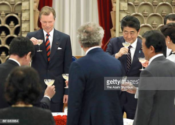 Grand Duke Henri of Luxembourg and Prime Minister Shinzo Abe toast glasses during their dinner at the prime minister's official residence on November...