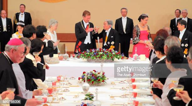 Grand Duke Henri of Luxembourg, his daughter Princess Alexandra of Luxembourg toast glasses with Emperor Akihito and Empress Michiko during the state...
