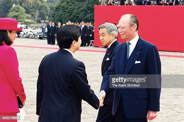 Grand Duke Jean of Luxembourg greets Crown Prince Naruhito and Crown Princess Masako while Emperor Akihito watches during the welcome ceremony at the...