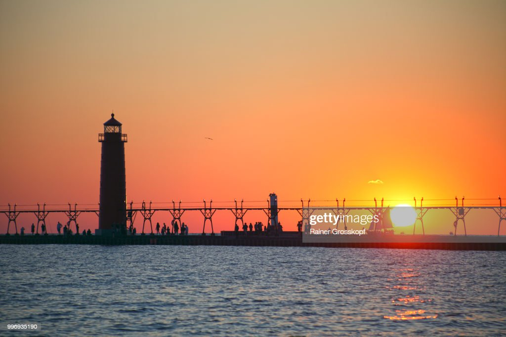 Grand Haven Pier Lighthouse (1905) on Lake Michigan at sunset : Stock-Foto