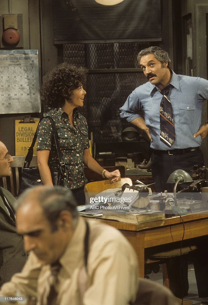 ABE VIGODA;LINDA LAVIN;HAL LINDEN : News Photo
