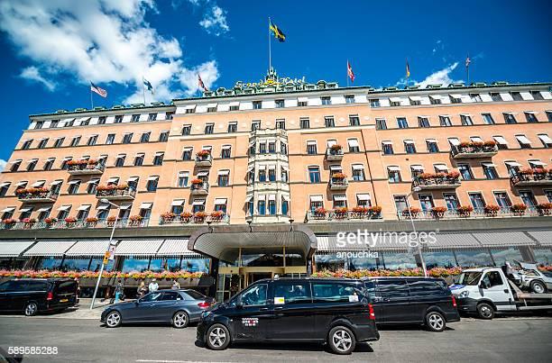 ストックホルムのグランドホテル(タクシー、車が駐車) - ストックホルム グランドホテル ストックフォトと画像