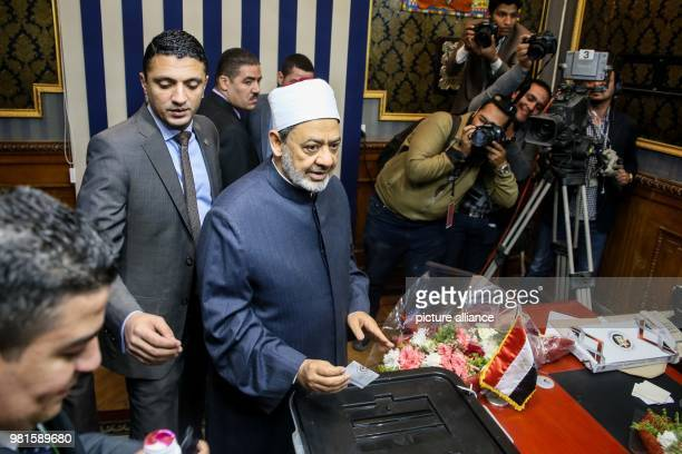 Grand Imam of alAzhar Ahmed elTayeb casts his vote on the first day of the 2018 Egyptian presidential elections at a polling station in Cairo Egypt...
