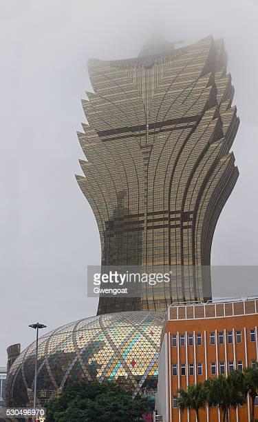 grand lisboa hotel in macau - gwengoat stockfoto's en -beelden