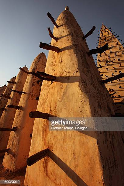 grand mosque in bobo, burkina faso - dietmar temps 個照片及圖片檔