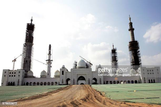 Grand Mosque of Abu Dhabi under construction Dubai United Arab Emirates December 2005 Destined to be the largest mosque in the UAE Sheikh Zayed Bin...