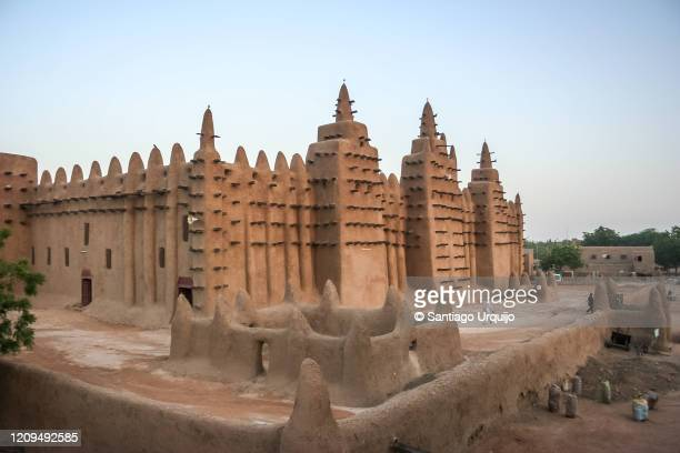grand mosque of djenne - djenne grand mosque stock pictures, royalty-free photos & images