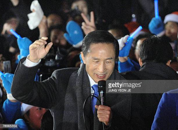 Grand National Party presidential candidate Lee MyungBak speaks to supporters outside GNP party headquarters in Seoul 19 December 2007 following his...