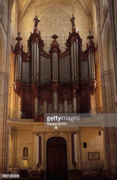 Grand orgue de la basilique SainteMarieMadeleine de SaintMaximinlaSainteBaume dans le Var en France en 1983
