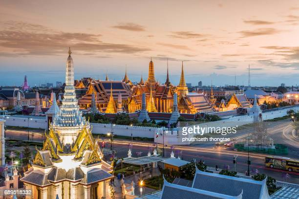 grand palace and wat phra keaw at sunset the beautiful landmark of thailand. - grand palace bangkok stock pictures, royalty-free photos & images