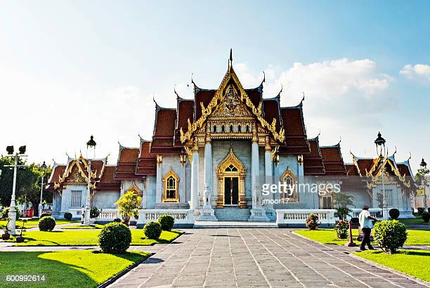 grand palace building with splendor and visitor in bangkok thailand - grand palace bangkok stock pictures, royalty-free photos & images