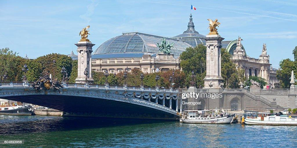 Grand Palais and the Pont Alexandre III : Photo