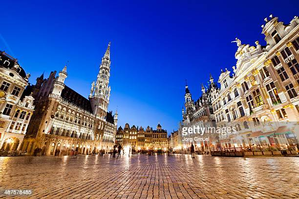 grand place at dusk - brussels capital region stock pictures, royalty-free photos & images