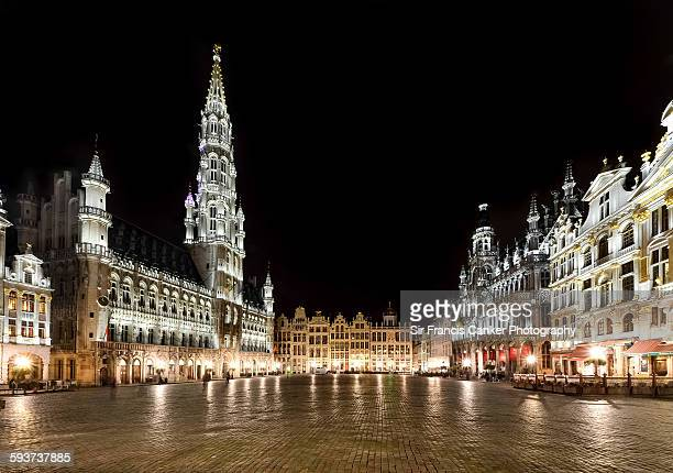 grand place illuminated at night, brussels - brussels capital region stock pictures, royalty-free photos & images