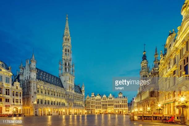 grand place square in brussels, belgium - região de bruxelas capital imagens e fotografias de stock
